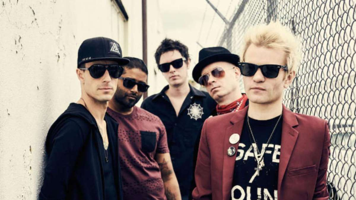 Ummmm Sum 41 will play a Download Festival sideshow at Crowbar in Sydney